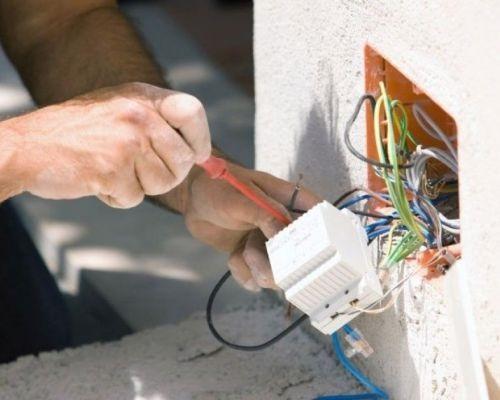 کارگر برق ساختمان